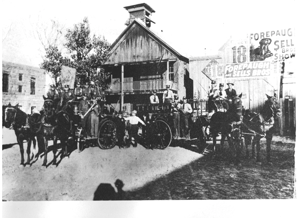 The Brownwood Fire Department in 1904-1910.