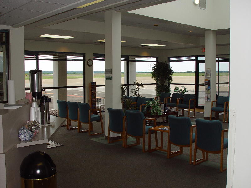 The view of the airport waiting room as seen from the coffee island.